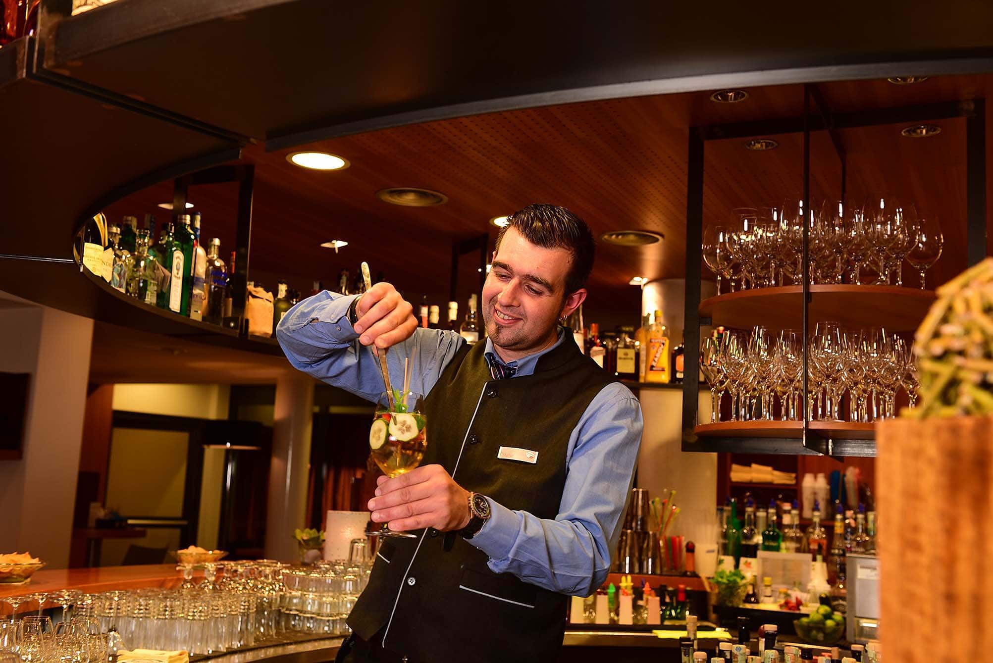 Cocktail-Experimente mit Barkeeper Stefan - Hotel Lindenhof****s ...