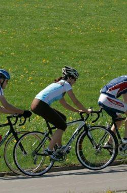 schoene-bike-wear-fuer-rennradfahrer-908-1200x485-c-x50-y90
