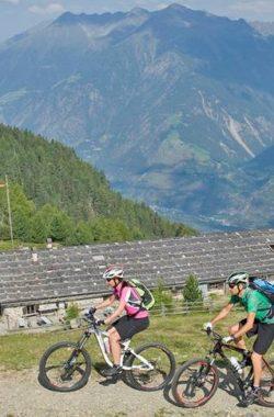 mit-dem-mountainbike-auf-die-naturnser-alm-410-1200x485-c-x50-y50