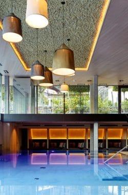 Der Lindenhof-Pool ist der geeignete Ort für das Wellnesswochenende in Südtirol,.