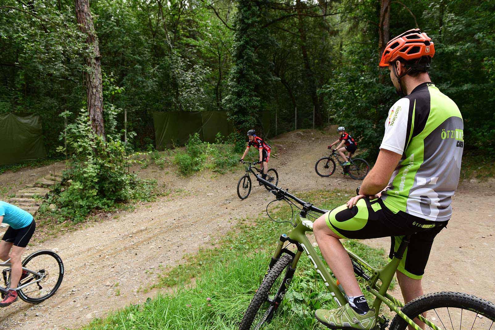 Mit den Guides der Ötzi Bike Academy die Landschaft entdecken