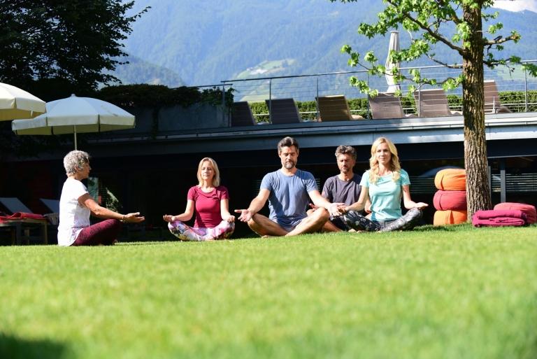 Yoga im Lindenhof-Garten