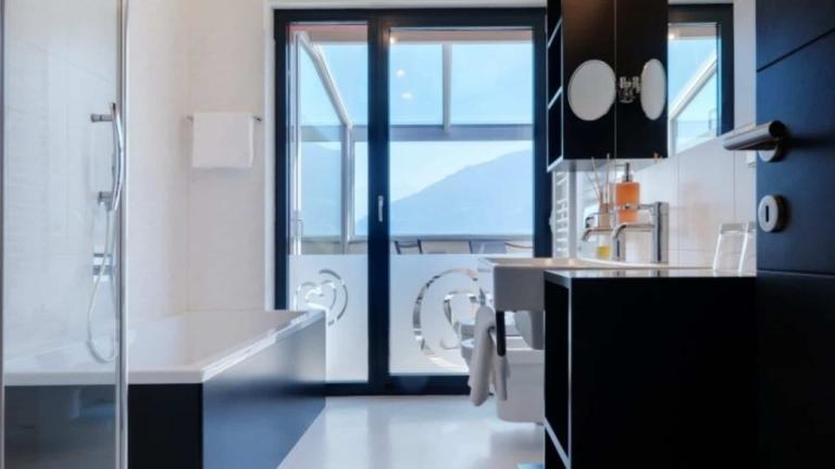 Black & White Suite Badezimmer - Lindenhof