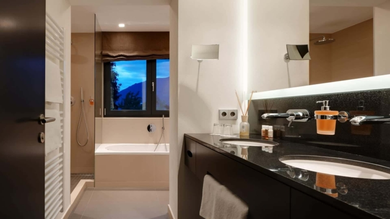 Doppelzimmer Meran Badezimmer - Lindenhof