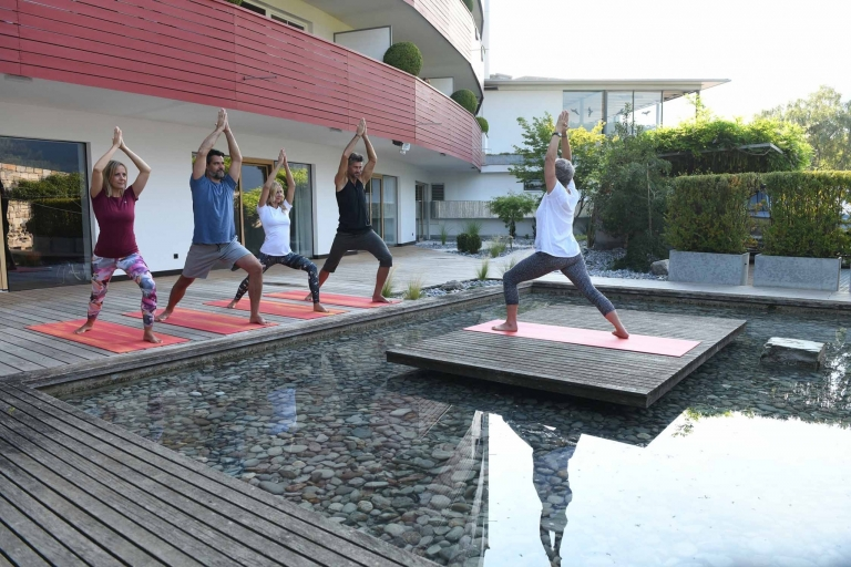 Yoga im Freien im Lindenhof-Urlaub