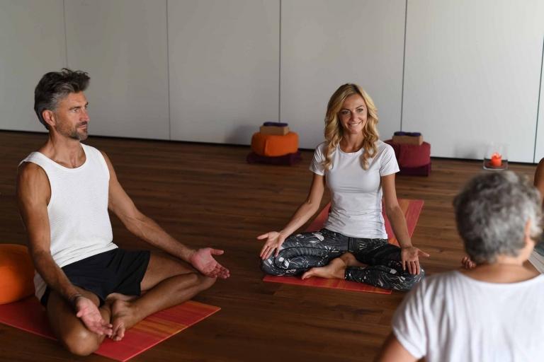 Yoga in einer Gruppe - Lindenhof