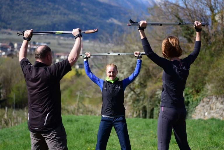 Nordic Walking und Fitness-Übungen
