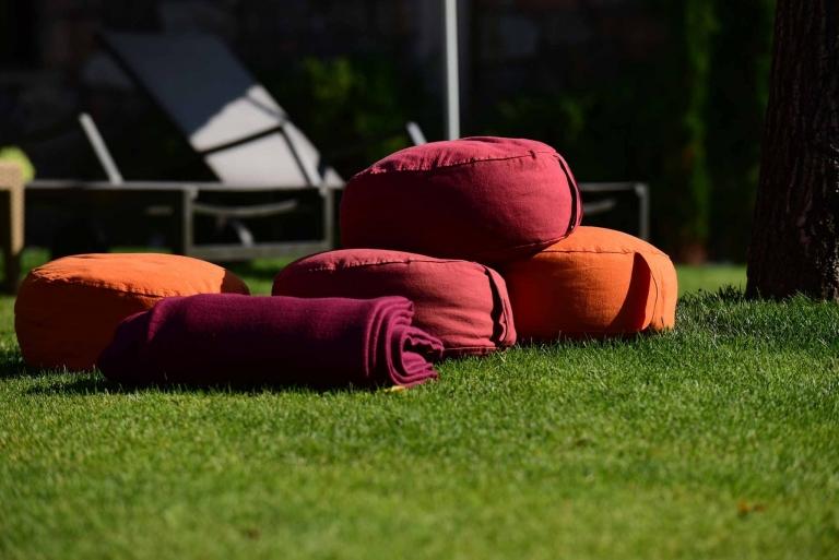 Yoga-Sitz - Übungen im Garten