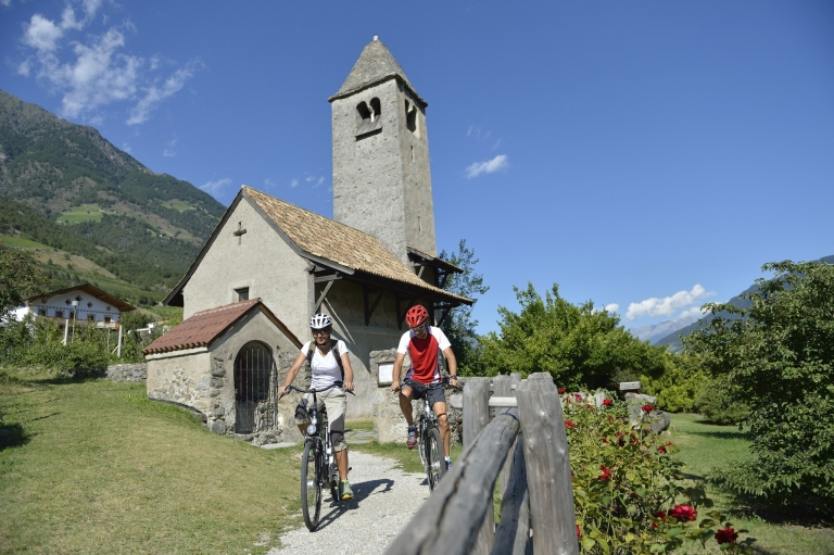 Kirche Prokulus - Radweg mit dem E-Bike