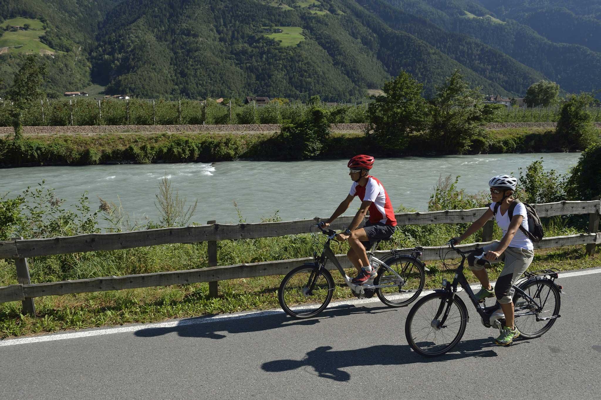 Radfahren im Urlaub - Mit dem E-Bike durch Naturns