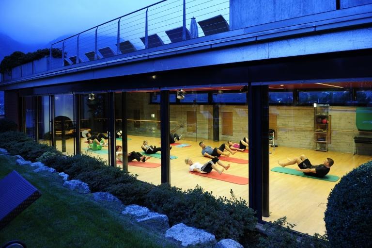 Fitnessübungen im Lindenhof mit Fitness-Coach