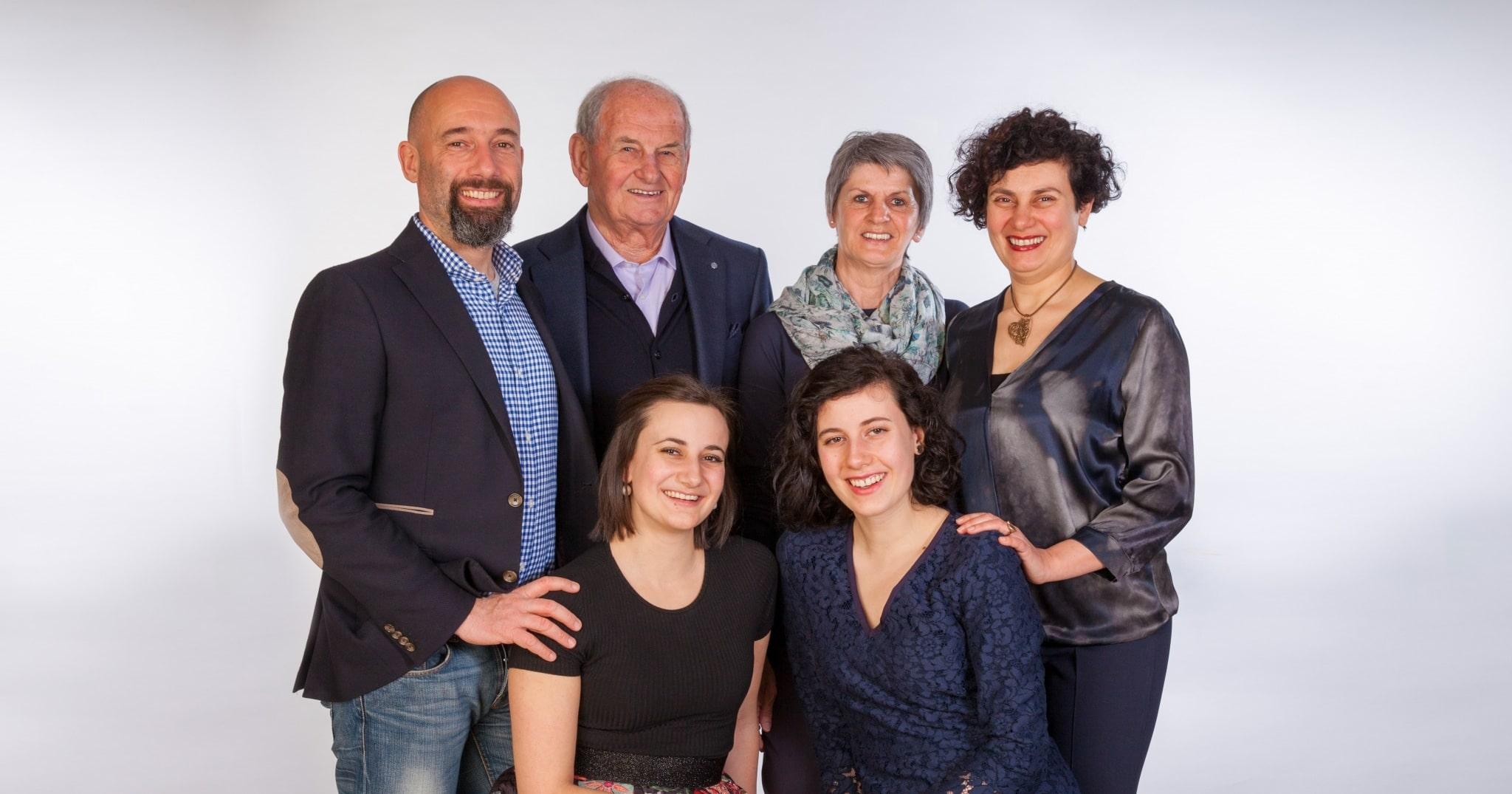 Familienfoto der Gastgeber im Lindenhof