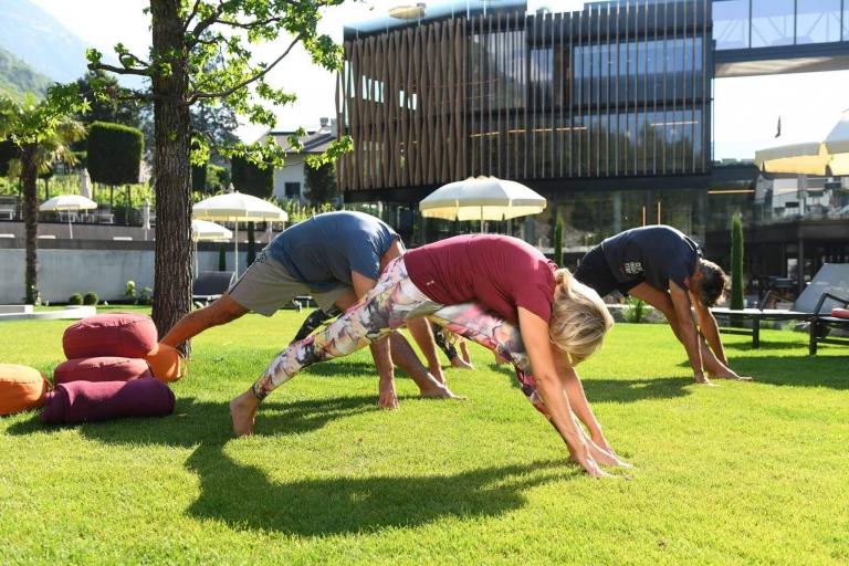 Lindenhof-Outdoor-Yoga-Einheit
