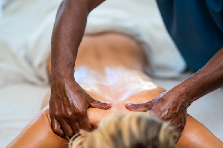 Entspannte Massagen nach dem Ayurveda-Prinzip
