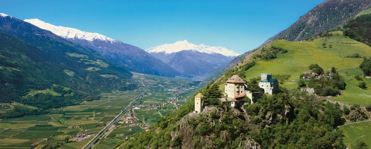 Panorama in Südtirol - Schloss Juval in Naturns