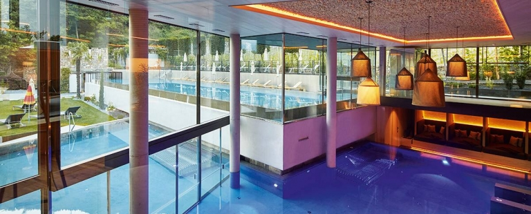 Indoor-Pool im Hotel in Meran